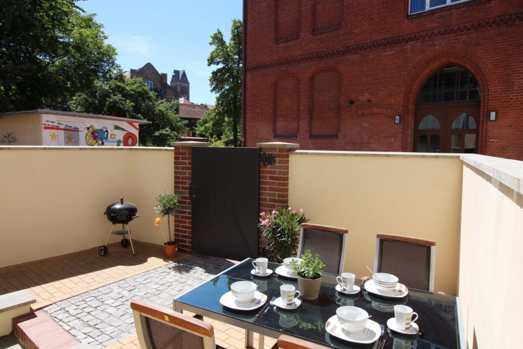 Terrasse der Ferienwohnung Wismar Altstadtblick mit Grill